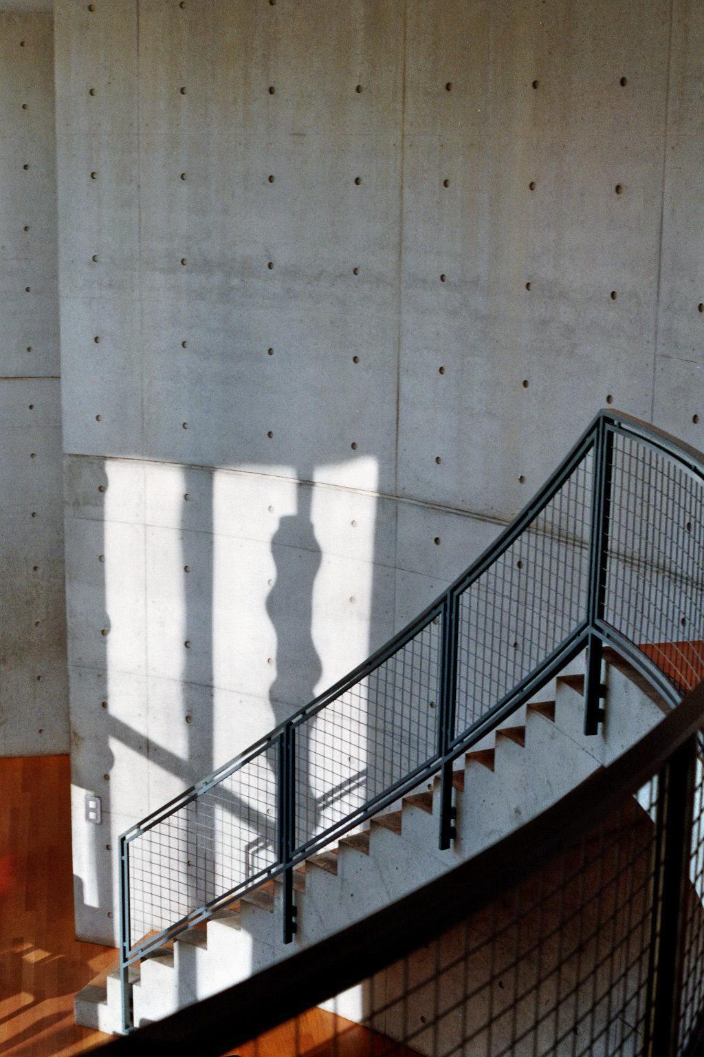 Treppe aus Holz im Konferenzpavilion von Tadao Ando bei Vitra