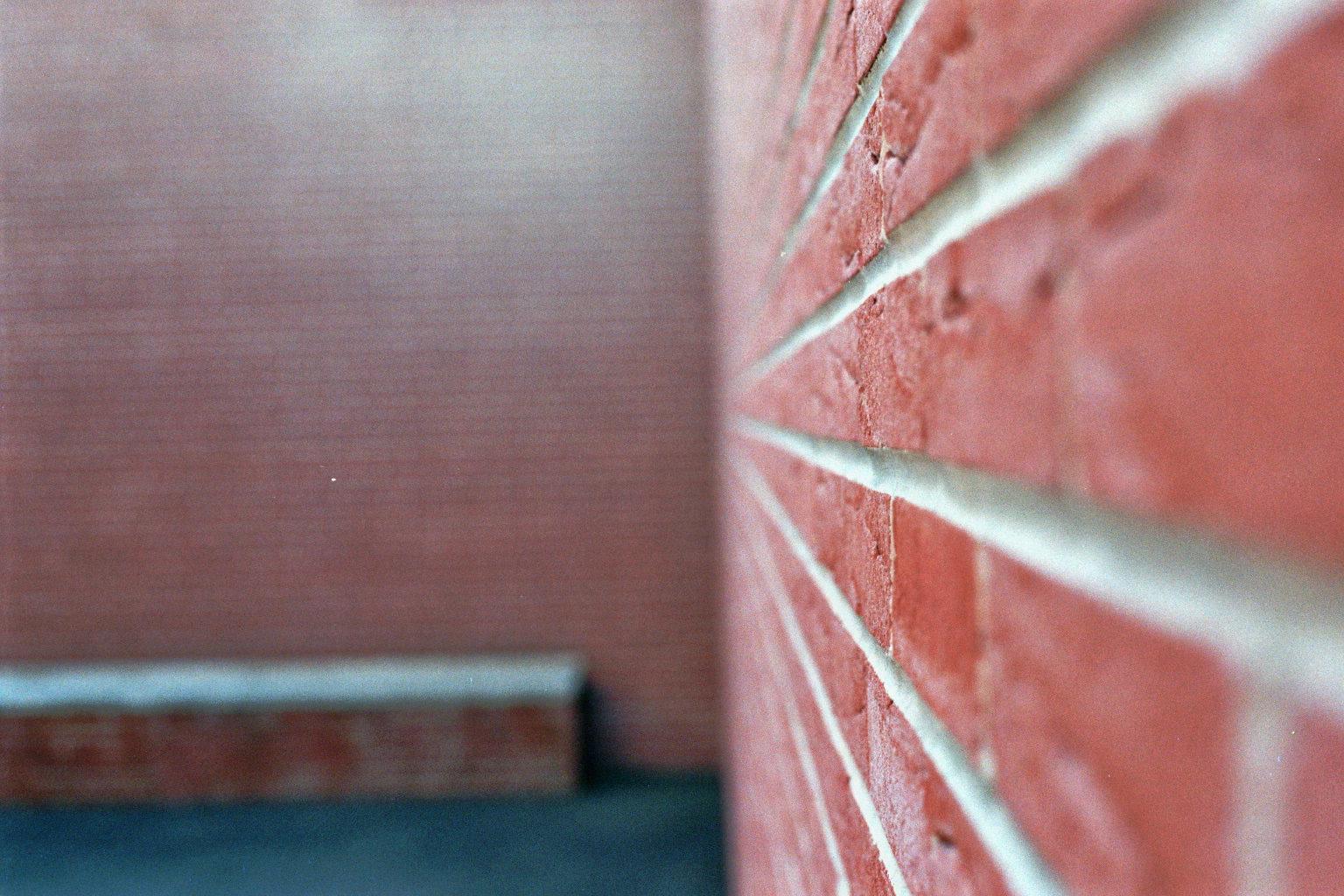 Mauer mit Ziegel bei Vitra