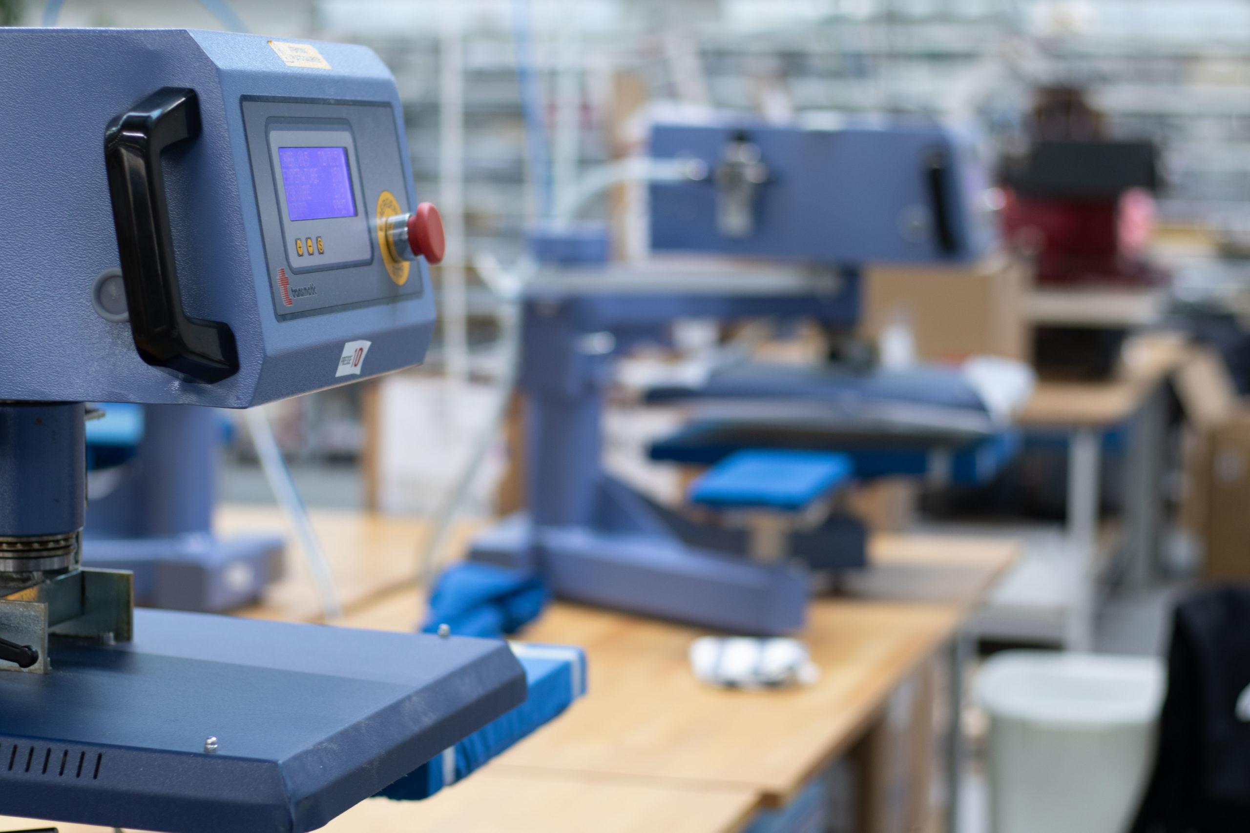 Transferpresse in einer Produktionshalle
